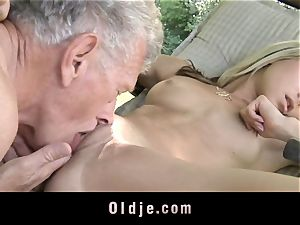 wild blondie entices old stud to tear up