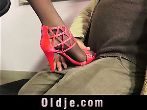 mind-blowing Teeny tempt An old fellow With Her ideal feet