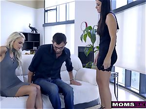 mother plumbs son And tongues creampie For Thanksgiving handle