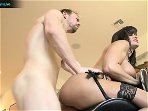 Pretty chick Lisa Ann longing for a man's juice