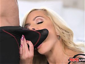 Nina Elle muff licks Naomi forest with the cuckold beau