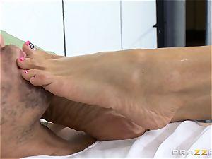 wondrous prison physician Ariella Ferrera masturbates off her patient