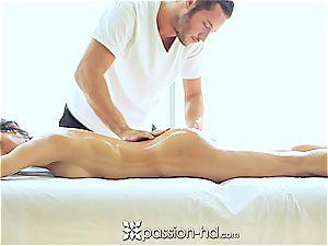 fantastic Latina Chloe Amour cums rock hard after massage