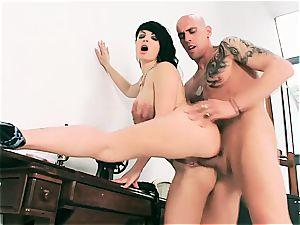 Latina Amanda getting her vagina stretch