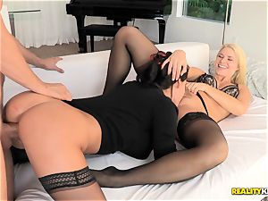 Anikka Albrite and Peta Jensen 3 way