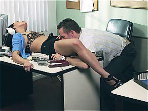 Vicki haunt gets her much needed knob
