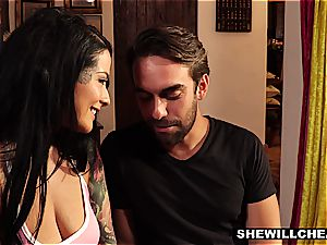 seductive housewife finds a way to supply her twat with deep dicking