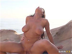 Romi Rain likes torrid orgy on the beach
